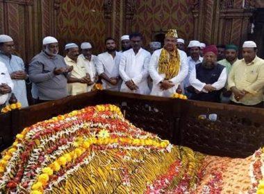 ടിപ്പു ജയന്തി വിവാദം തുണച്ചു; 270 മത് ജന്മവാര്ഷികത്തില് ടിപ്പു സുല്ത്താന് ആദരവുമായി ജനത്തിരക്ക്