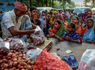 ഇന്ത്യൻ കയറ്റുമതി നിരോധനം; ബംഗ്ലാദേശിൽ ഉള്ളി വില ജനകീയ പ്രശ്നമായി മാറുന്നു